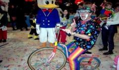 Clown avec vélo comique burlesque Donald