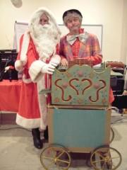 Pere Noël CE - Orgue de barbarie et chanteur